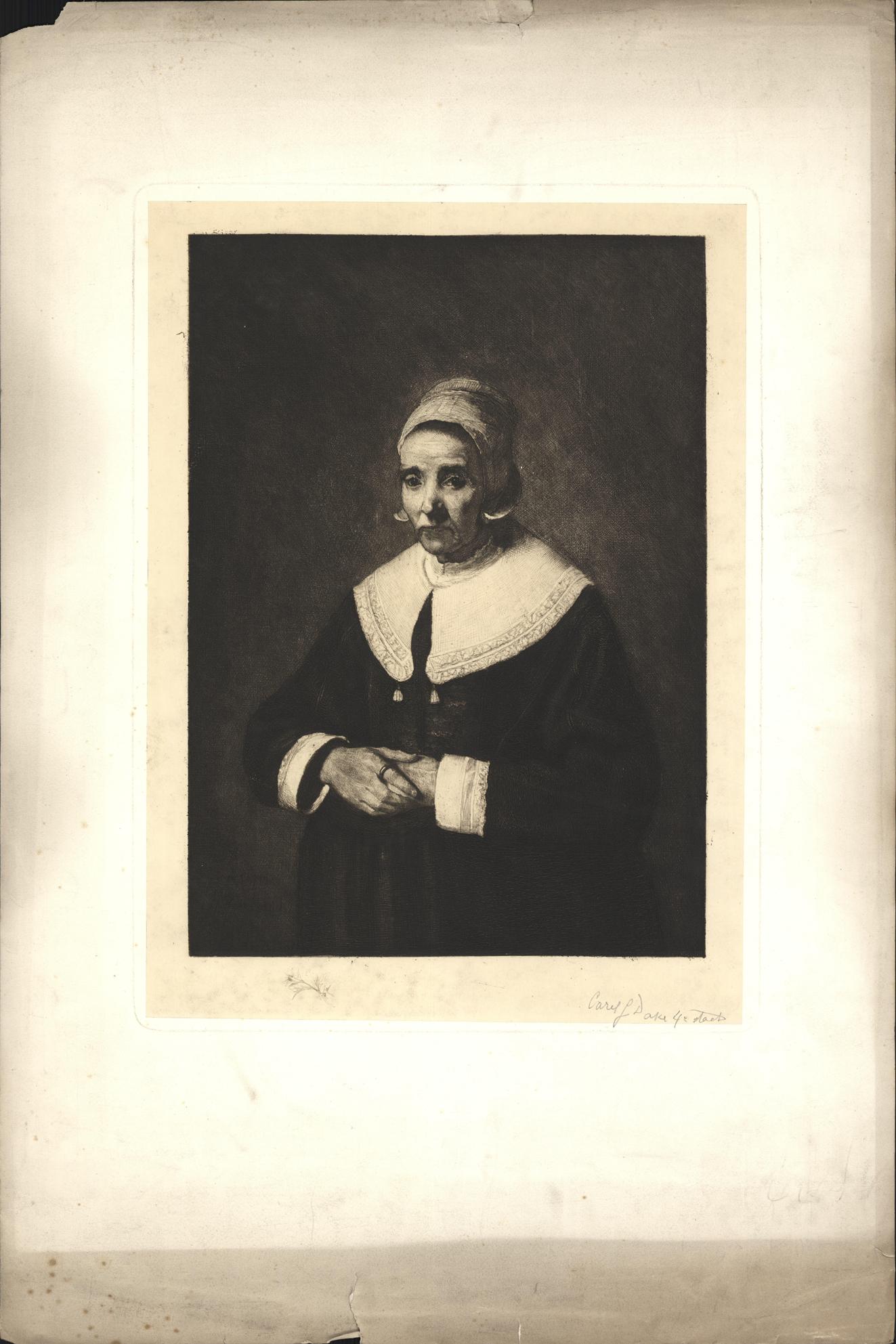 Portret van een vrouw met handen over elkaar