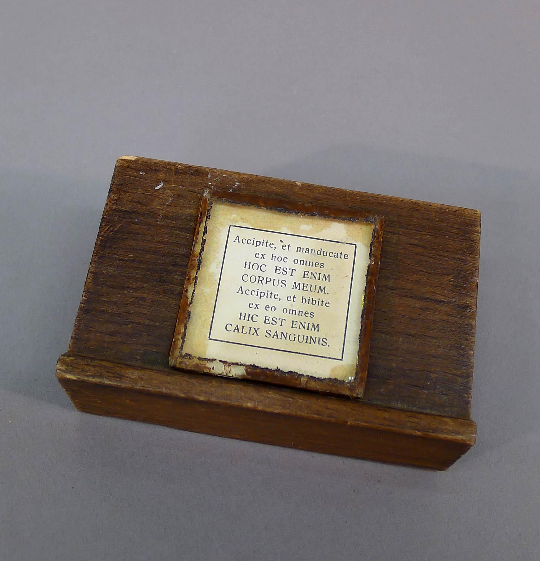 Kinderaltaar met attributen (vierkant miniatuur-canonbordje)