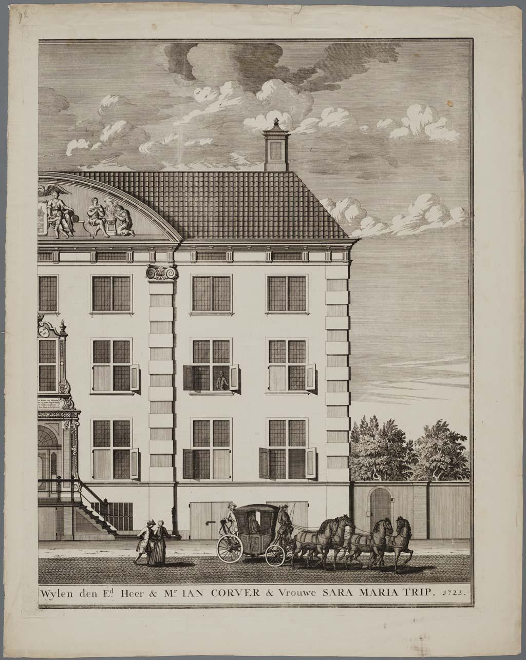 Het diaconie Gebou gestigt uyt de Erfenisse op bevel en ter gedagtenisse van Wylen den Ed. Heer en Mr. Ian Corver & Vrouwe Sara Maria Trip, 1723, 2-delige prent van het Corvershof, Nieuwe Heerengracht, Amsterdam (voorzijde)(rechterhelft)
